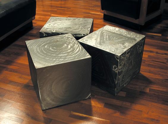 Cube – tavolino basso in ferro texturizzato a mano – Design ...